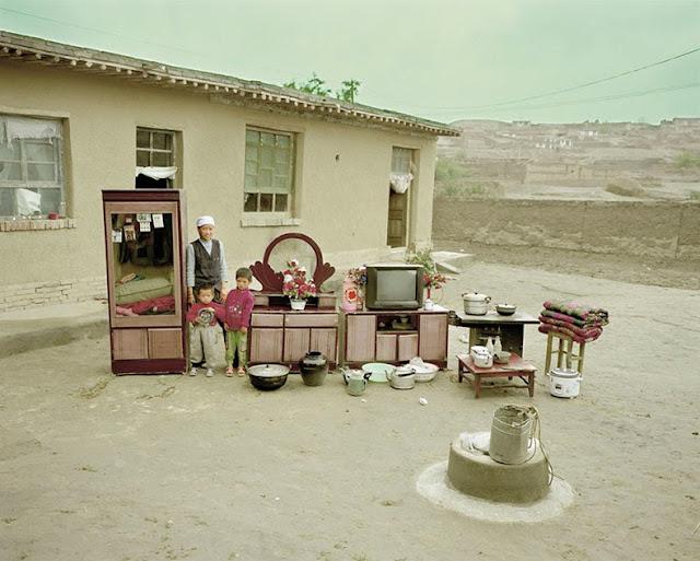 Familias chinas con todas sus cosas en una sola foto Por Huang Qingjun