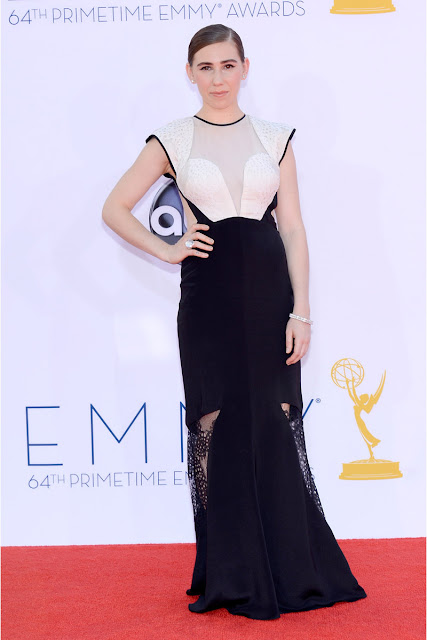 Zosia Mamet con un look bicolor Emmy 2012.