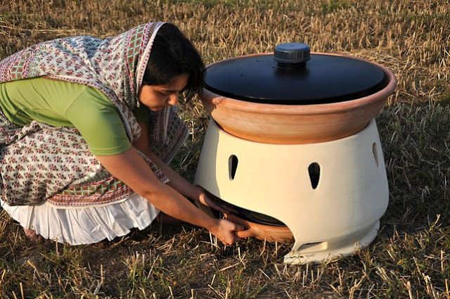 Solar Powered Water Distiller Turns Salt Water into Fresh Drinking Water with Only Sunlight Required