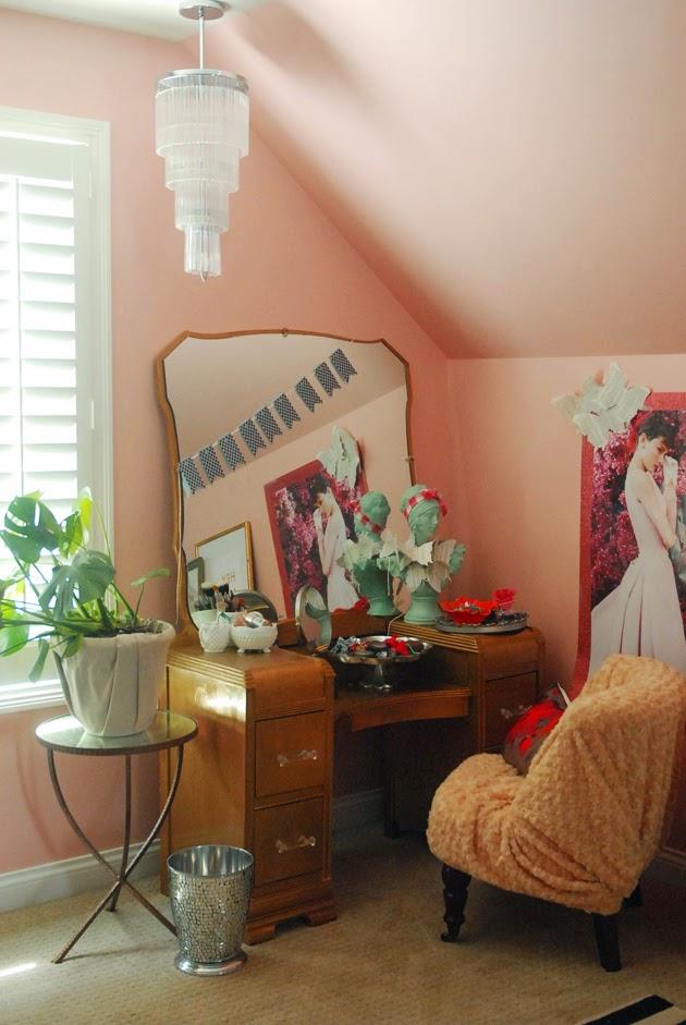 The lovely side emme 39 s bedroom feminine vintage eclectic for Vintage eclectic bedroom