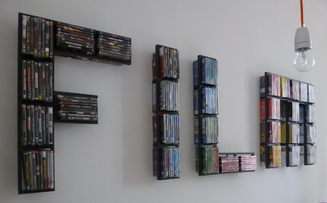 Idee fai da te originale porta dvd In wall dvd storage