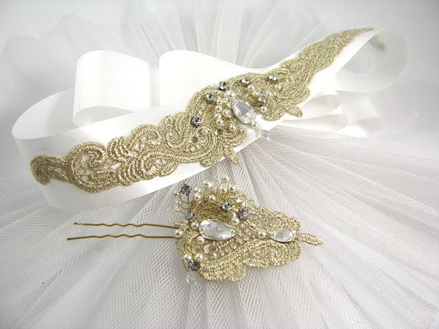 Komplet ślubny ze złotej koronki - pas biżuteryjny do sukni i kokówka.