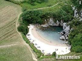 Foto-Pantai-Playa-de-Gulpiyuri