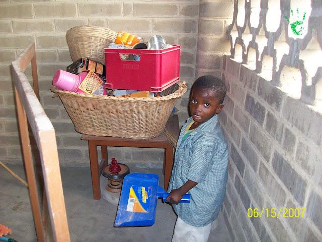 Immagini dei bambini della scuola elementare della missione in Togo