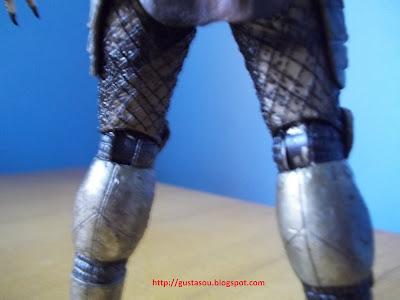 Detalhes da parte detrás dos joelhos do Predador.