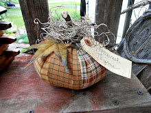 PRIMITIVE HARVEST THYME PLAID PUMPKIN