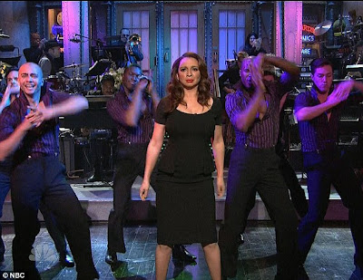 Justin Timberlake Barefoot on Maya Rudolph  Justin Timberlake    And Tons Of Fake Hair   Coolfwdclip
