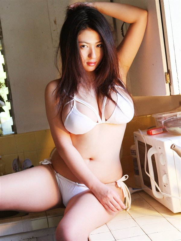 Nonami Takizawa Hot http://babes-in-blue.blogspot.com/2011/03/hot-and-cute-model-nonami-takizawa.html