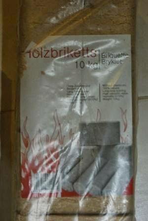 Brykiety drzewne RUF kupione w OBI.