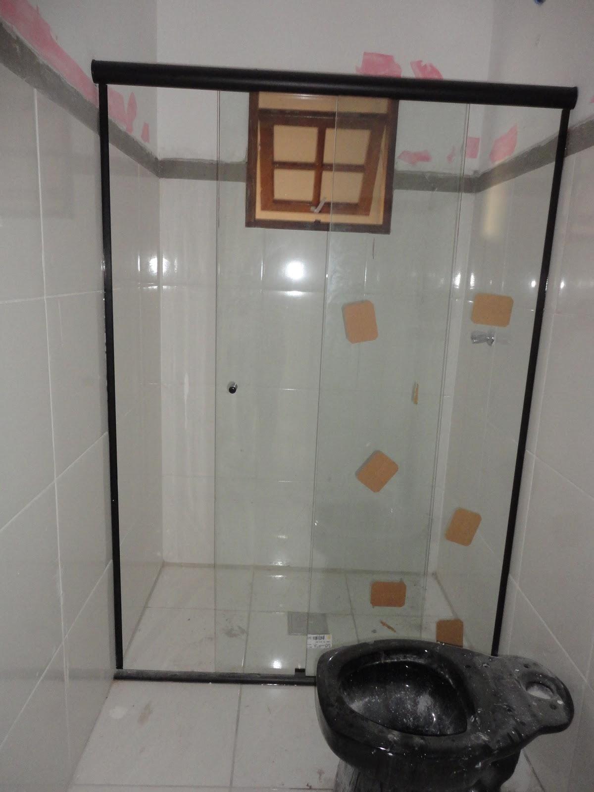 Essa porta de vidro é meu mimo. Ficou muitooo lindooo!! fica no  #7F674D 1200x1600 Azulejo Banheiro Limpar