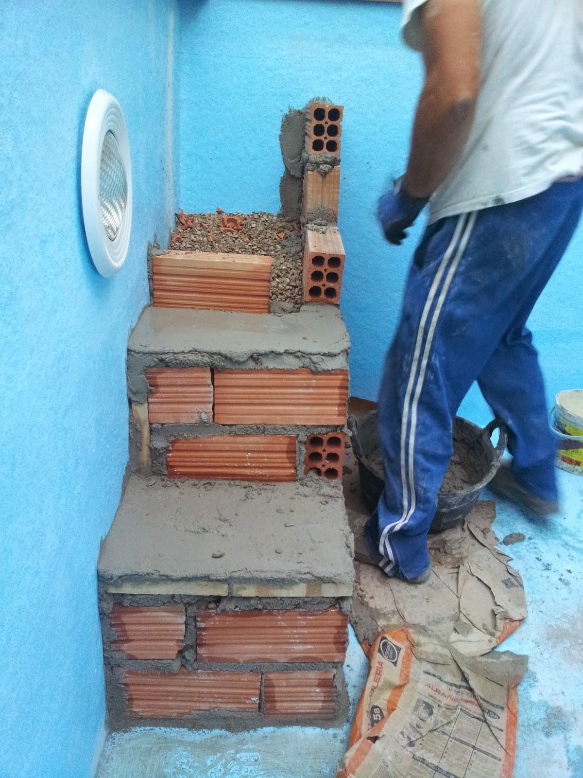 Construcci n reparacion y mantenimientos de piscinas for Como hacer una escalera de cemento