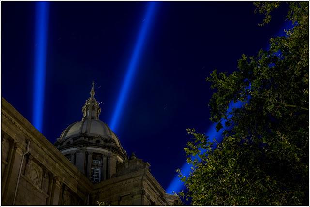 Barcelona, Montjuïc: Palau Nacional - Cañones de luz
