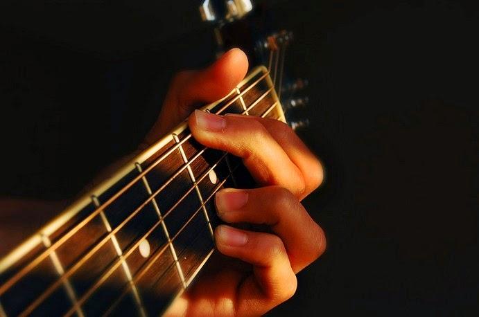Cara Belajar Gitar Akustik Bagi Pemula
