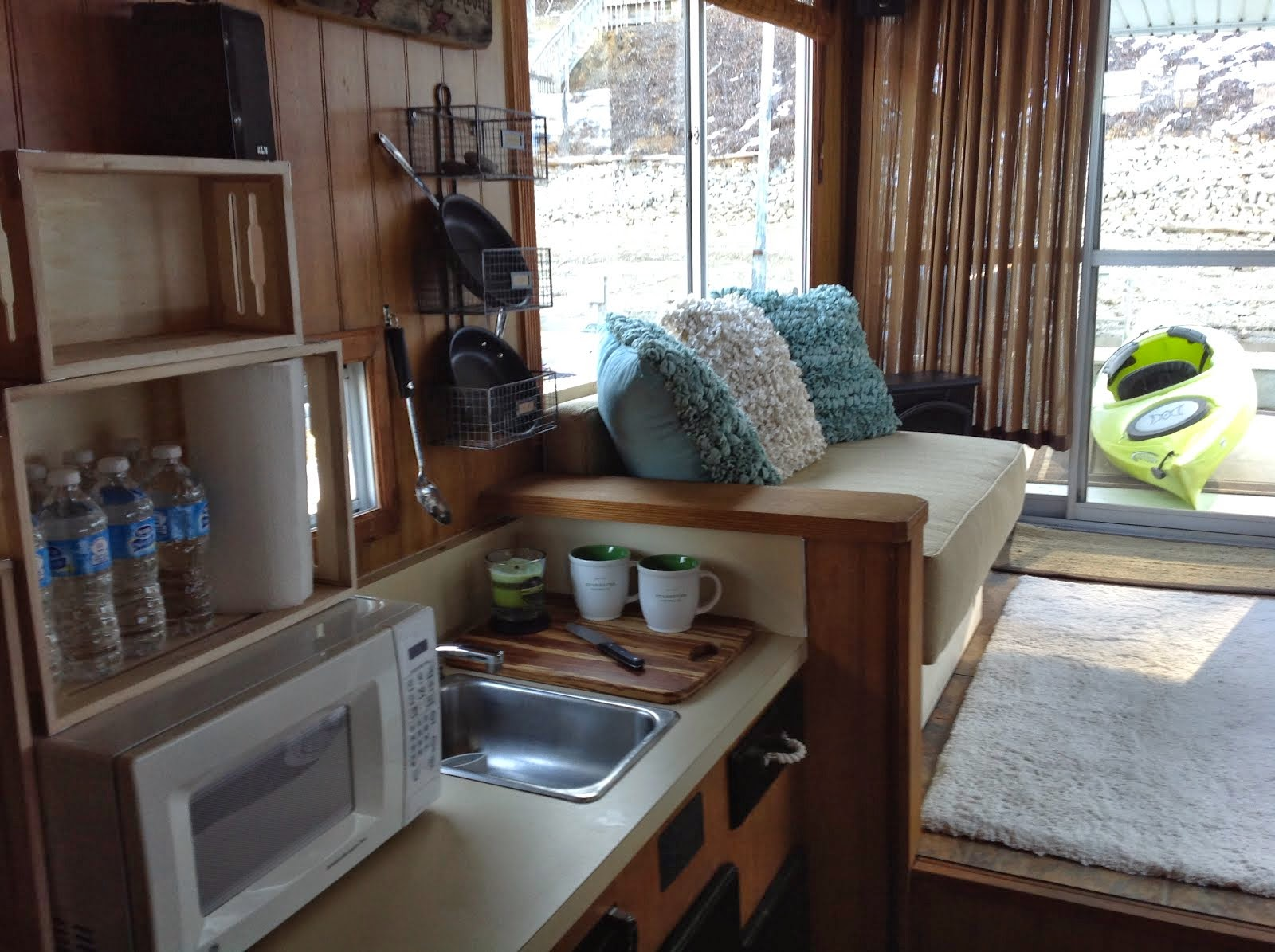 Weekend Living on a houseboat