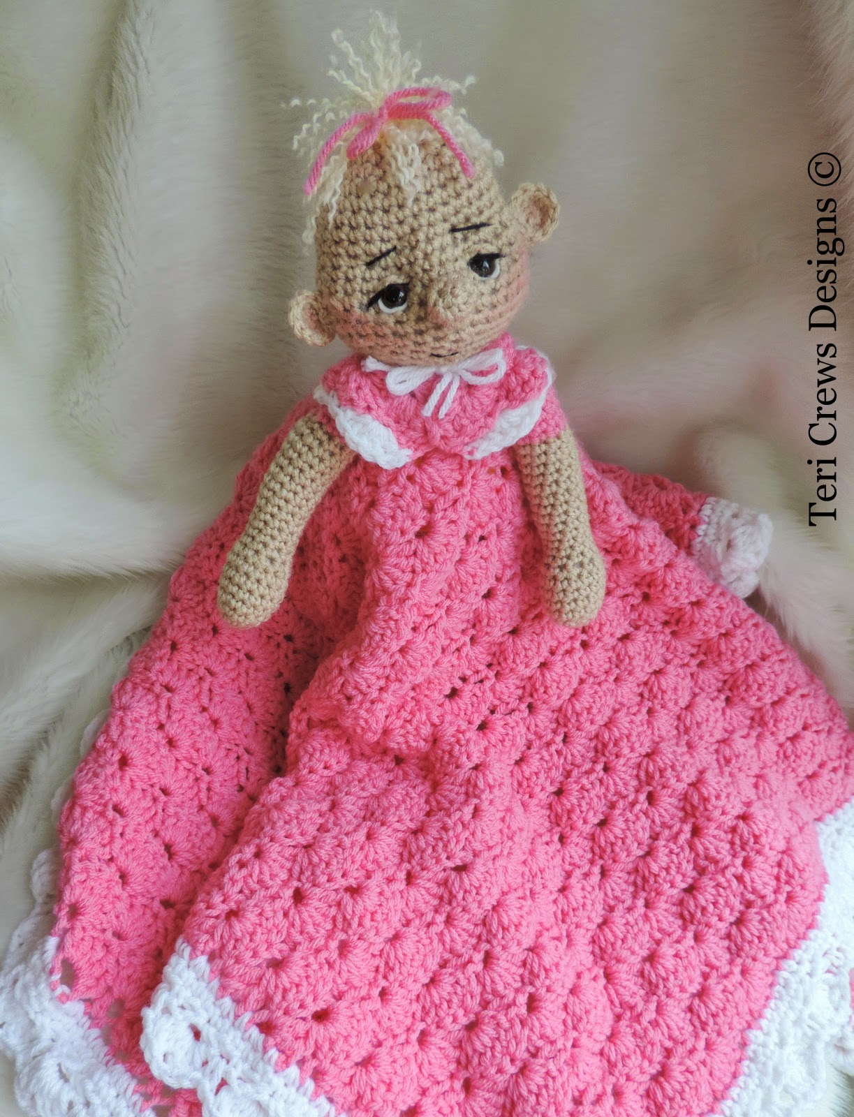 Free Crochet Pattern Huggy Blanket : Teris Blog: New Dolly Huggy Blanket Pattern