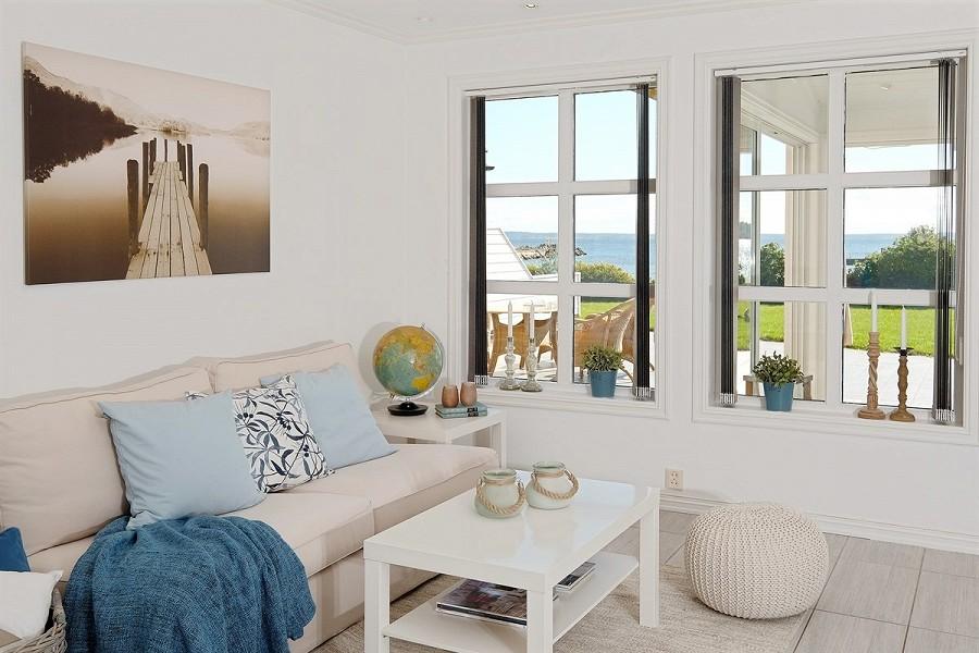 Inspira interiør: stua i huset ved sjøen
