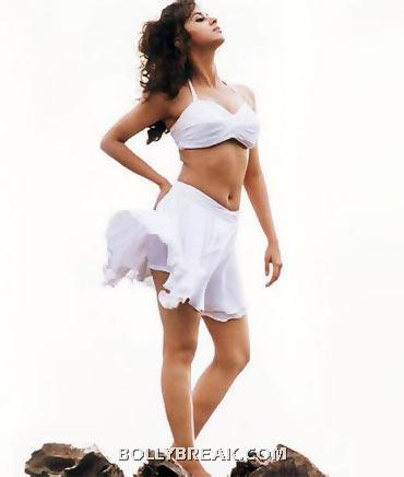 Urmila shows off her perfect body is this white top and short skirt - (10) - Memorable bollywood outfits over the years- hot!!