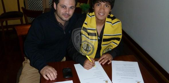 Nazmi Faiz sign Beira Mar