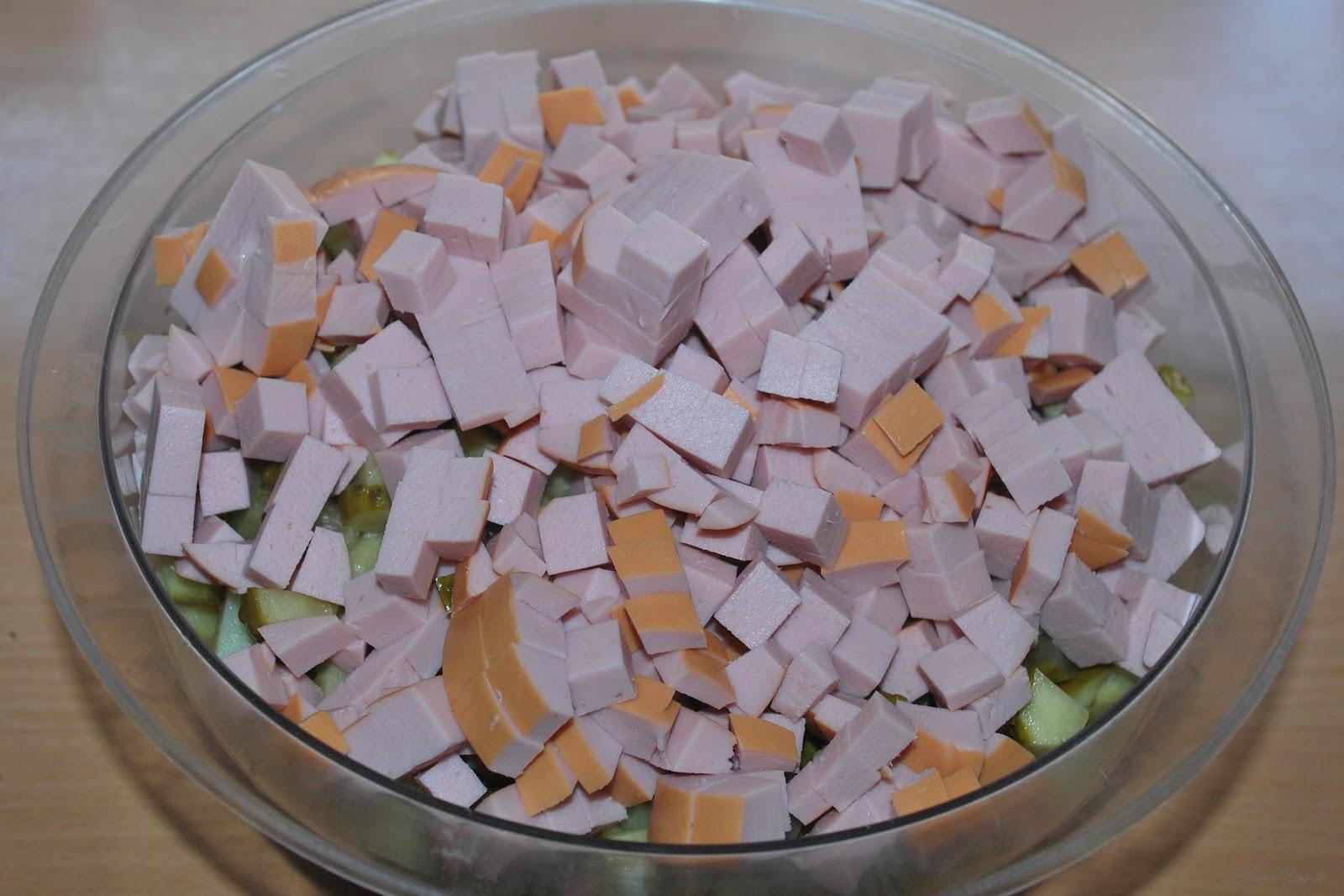 Салатов оливье с колбасой