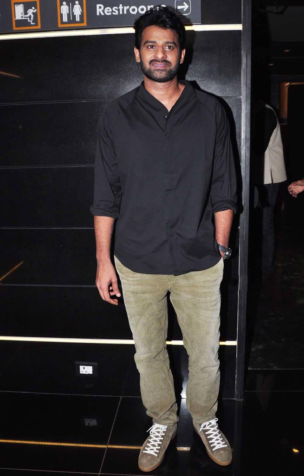 prabhasmyhero blog: prabhas at baahubali trailer launch at mumbai (1