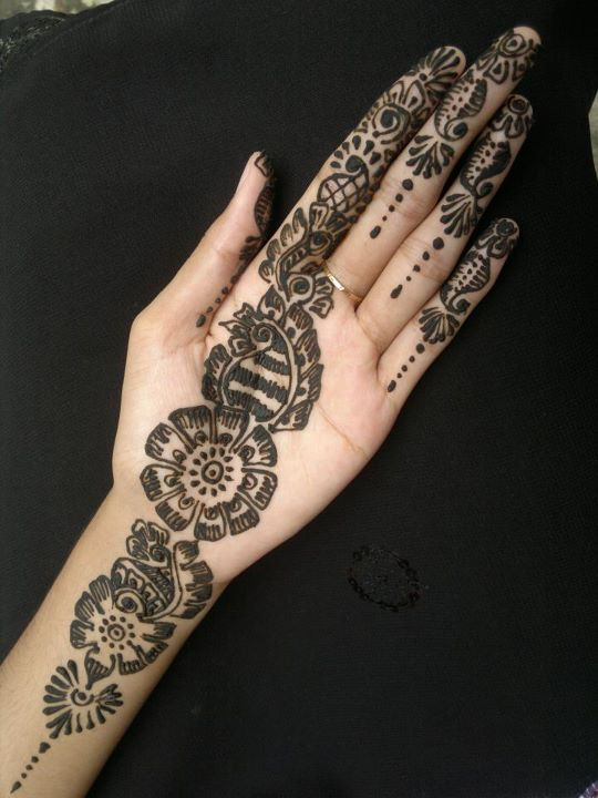 Simple Mehndi For Right Hand : Simple hand mehndi pics images free