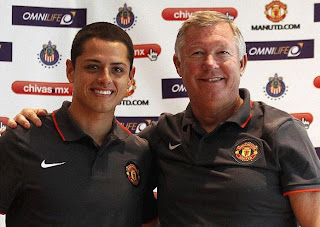 Ferguson with Chicharito in Manchester jersey