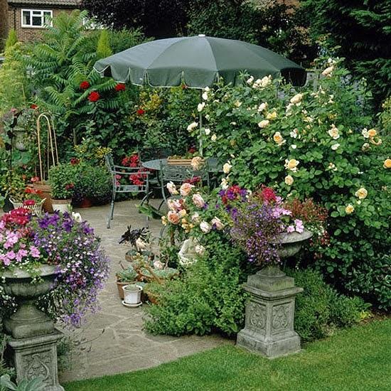 plantas jardim mediterraneoágua está presente, as pedras, vasos de