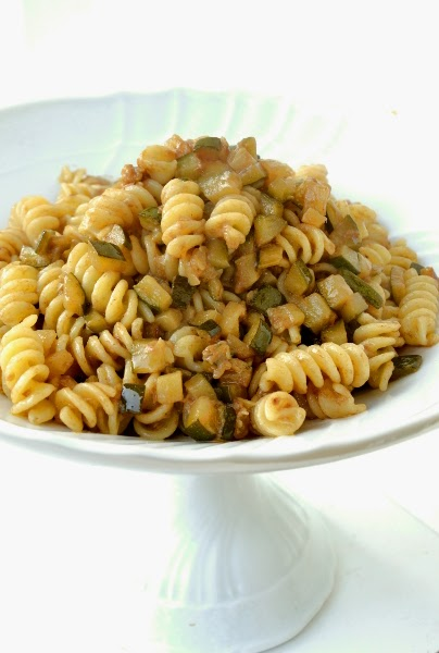 pasta con zucchine e salsa di alici piccanti