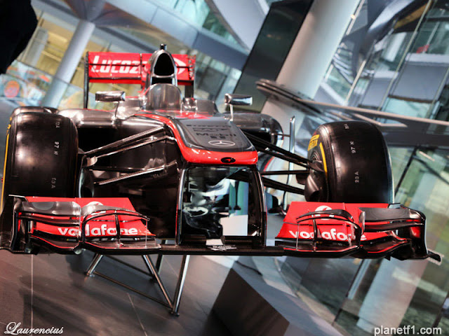 Mobil-McLaren-MP428-launch-F1-2013_1