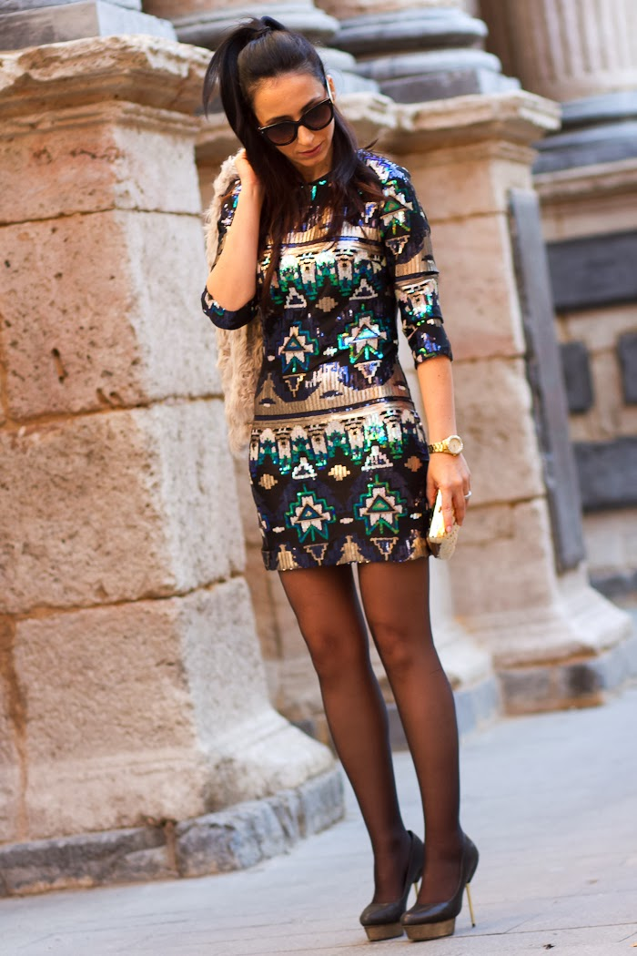 Streetstyle in Valencia: Fashion Blogger WOWS in a sequined dress and platform pumps