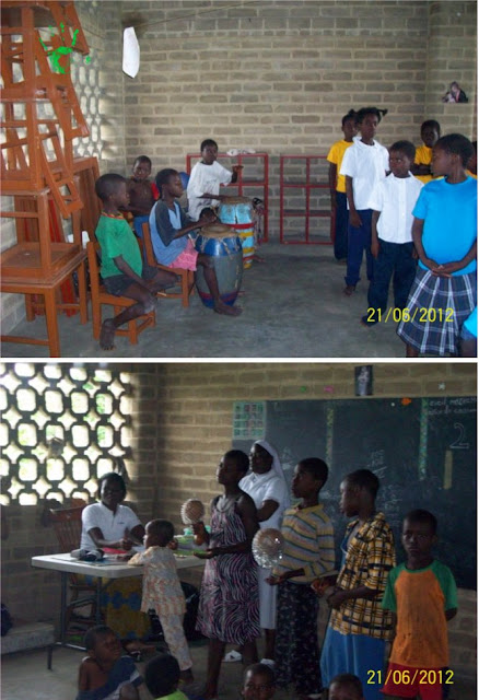 Bambini cantano e suonano nella missione in Togo, Africa
