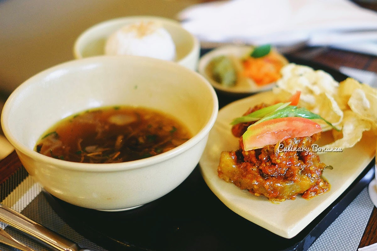 Buntut Balado - stewed, fried & marinated oxtail, served with rice and soup (www.culinarybonanza.com)