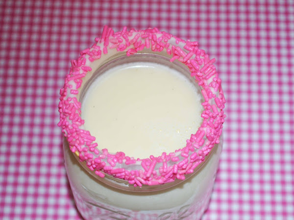 White Hot Chocolate and How To Do a Chocolate Rim (PINK for Breast Cancer Awareness)