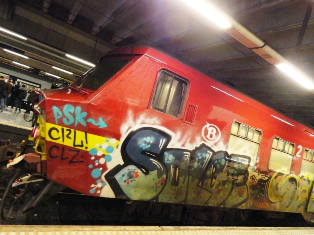 graff on train