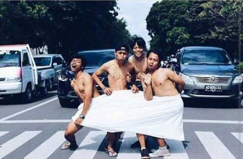 Trend baru abg alay foto-foto foto tengah jalan