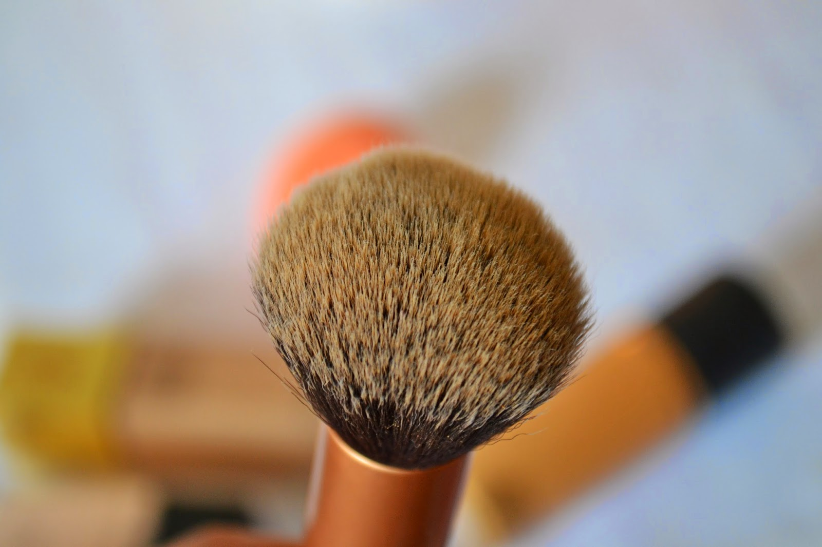 Real Techniques Buffing Brush - Aspiring Londoner
