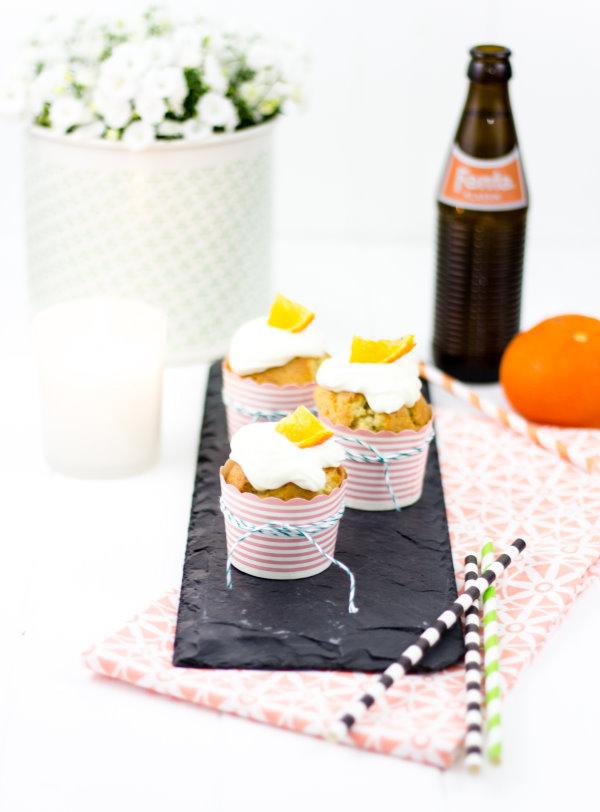 Selbstgemachte Fantacupcakes mit Orangentopping