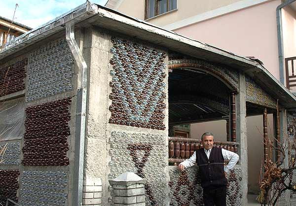 Conciencia ecol gica casas ecol gicas construidas con for Casas de plastico para jardin mexico