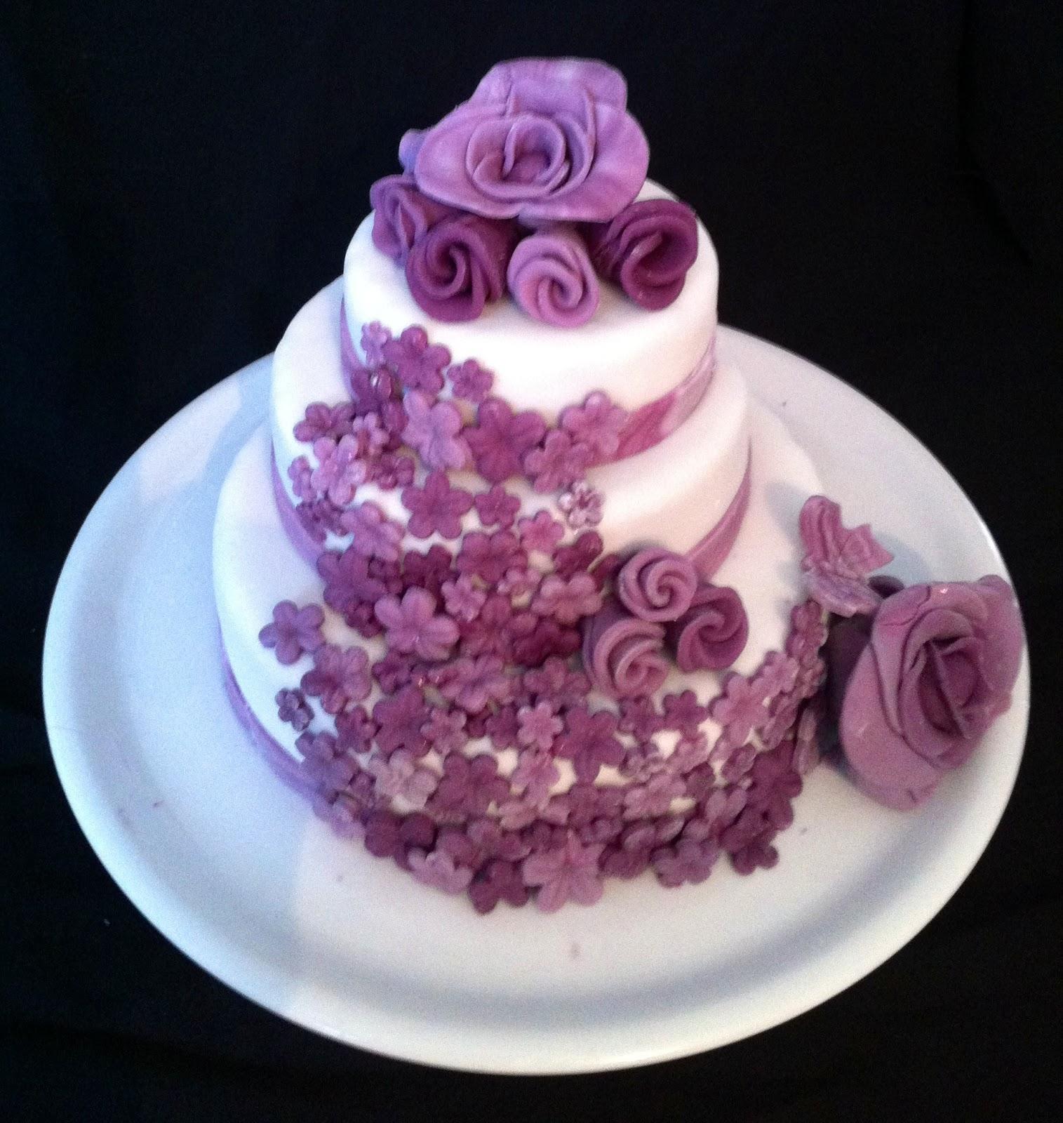 Gateau violet pate a sucre