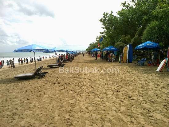 Kuta Beach is getting filled with merchants