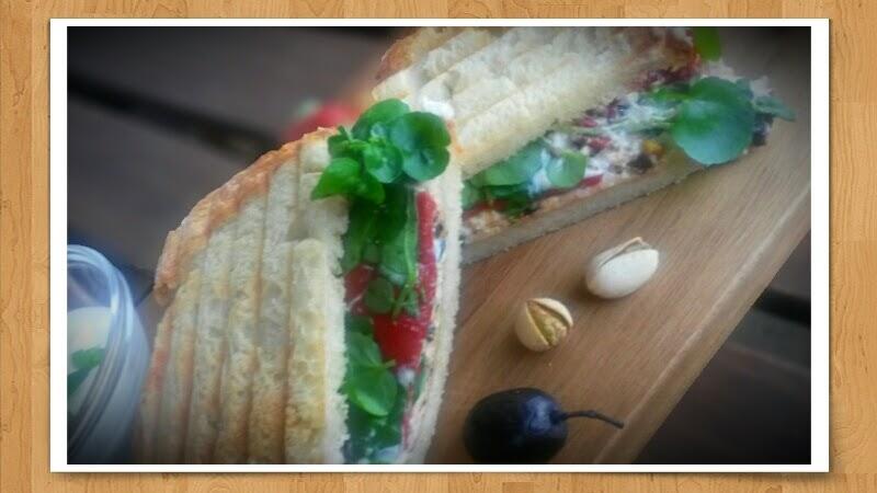 Sandwich mit Joghurt-Ziegenkäse-Creme und Brunnenkresse