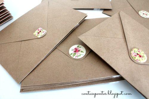 Postais/convites com aplicações em tecido