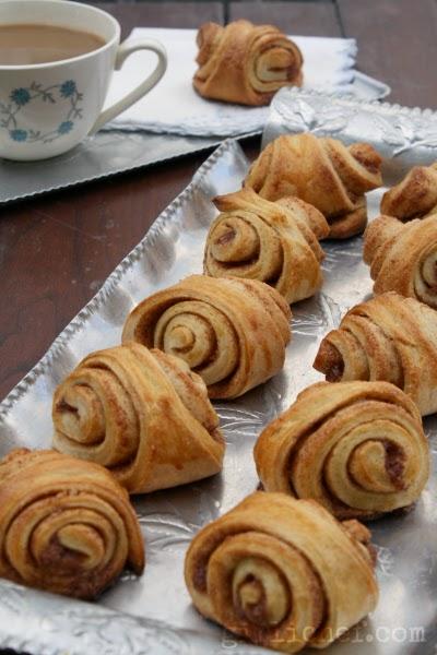 Cinnamon-Cardamom Buns {#twelveloaves} | www.girlichef.com