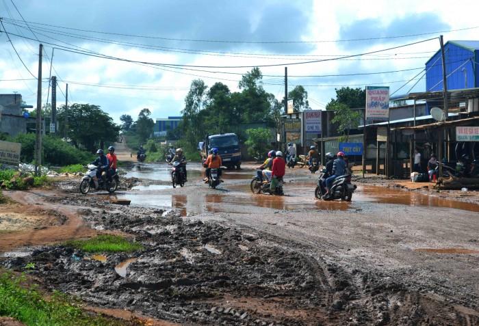 Gia Lai: Dân kêu trời vì đường biến thành sông