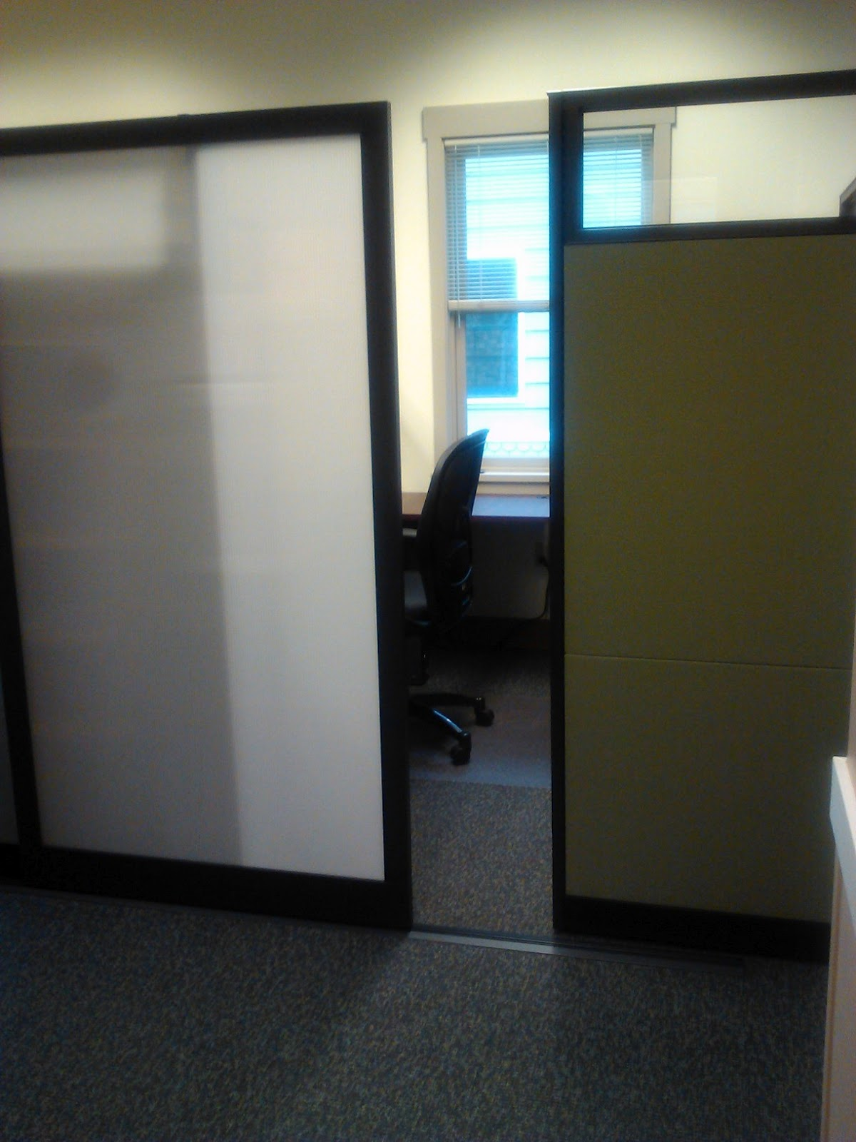 Steelcase Answer with sliding door & Sustainable Solutions - A Success Story - OpenSquare