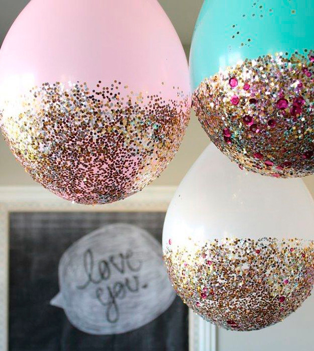 esta comenzando a manejar es la de colocar la textura en la parte exterior de los globos ya sea con diamantino o confeti as como globos transparentes