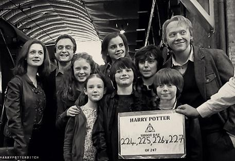 Hogwarts alumni potter and weasley family - Ron weasley and hermione granger kids ...
