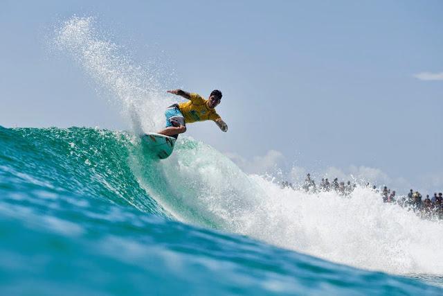 24 Quiksilver Pro Gold Coast 2015 Gabriel Medina Foto WSL Kelly Cestari