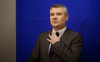 http://adevarul.ro/news/societate/despre-nume-demnitati-1_52aeb688c7b855ff56be8f50/index.html#