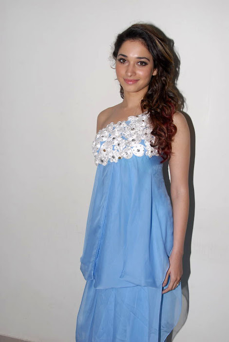 tamanna new at oosaravelli audio launch, tamanna glamour  images